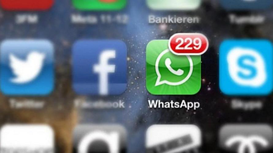 Se cansó de que le lleguen tantos mensajes de WhatsApp y le hizo juicio al administrador del grupo