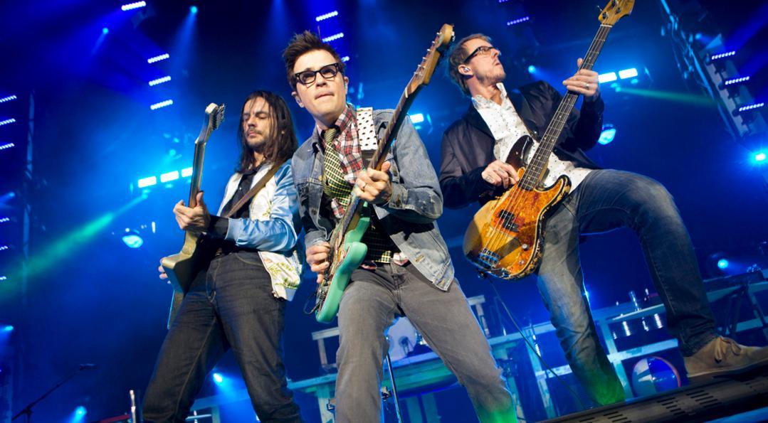 """Weezer anuncia nuevo álbum y estrena canción: """"Can't Knock The Hustle"""""""