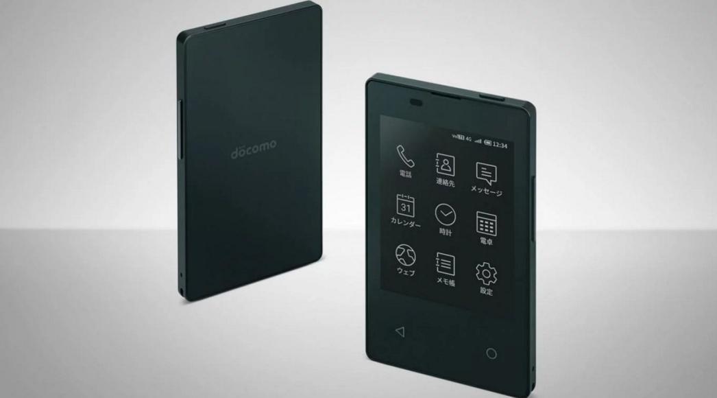 Presentan en Japón un teléfono súper delgado que cabe en una billetera