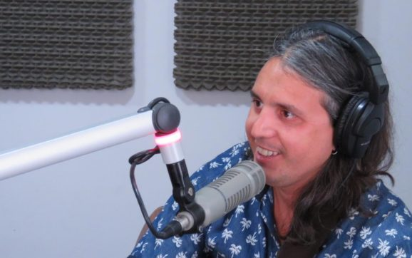 Jere Sosa dio una muestra de su show de este viernes en La Sardiñola
