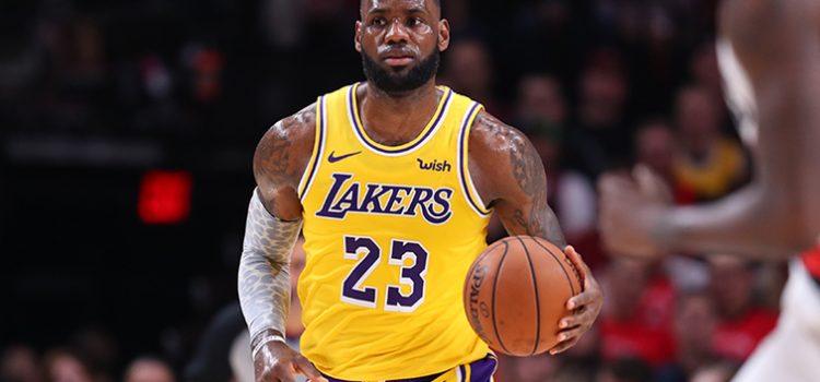 LeBron James hace historia en la NBA