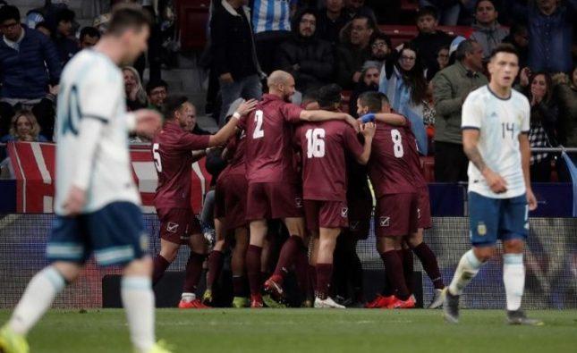 En la vuelta de Lionel Messi, Argentina perdió 3 a 1 ante Venezuela