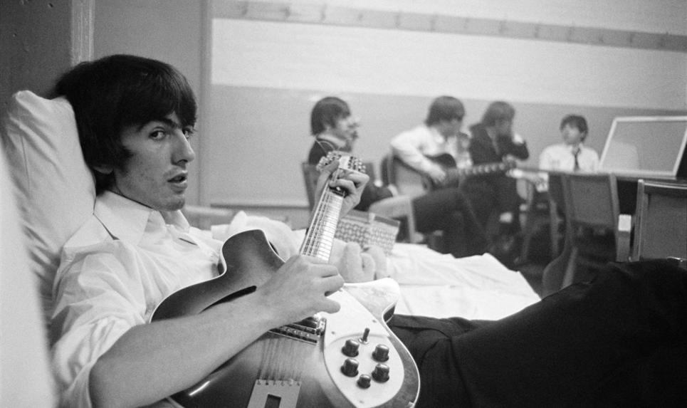 Subastarán una guitarra histórica de George Harrison