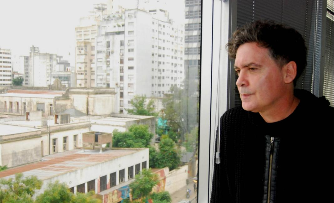 Rodrigo Manigot, cantante de Ella Es Tan Cargosa, publicó su álbum debut como solista
