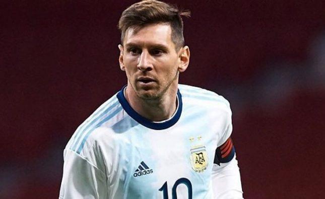 Lionel Messi fue invitado a dejar las huellas de sus pies en el Maracaná