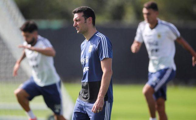 La Selección argentina se entrena en Río y Scaloni define el equipo para enfrentar a Venezuela