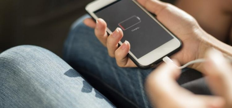 Por qué conviene que la batería del celular no baje de 20% ni suba de 80%